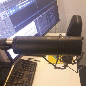 Aston Stealth v Neumann U87 microphone shoot out